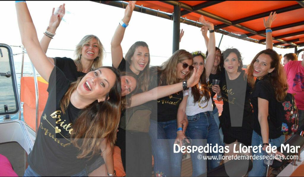 Fiesta en barco Catamarán en Roses Costa Brava
