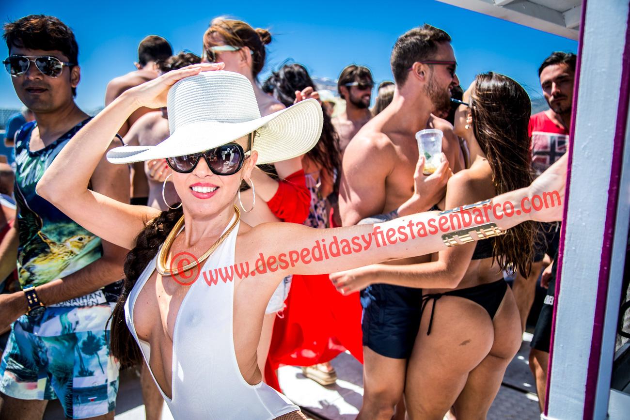 Alquiler de Barcos para fiestas privadas en Barcelona, Salou, Cambrils, Lloret de Mar, Roses, Platja d'Aro, Empuriabrava y Ibiza