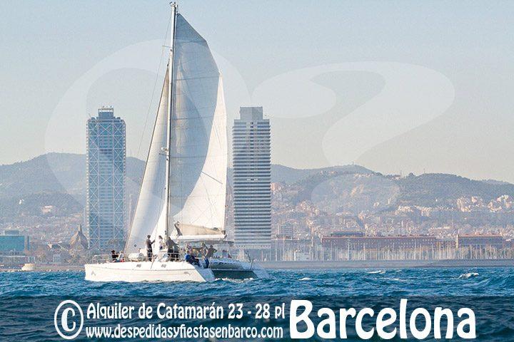 Alquiler de Barco Catamarán en Barcelona, ideal para grupos de despedida de soltera y soltero, cumpleaños y grupos de empresa